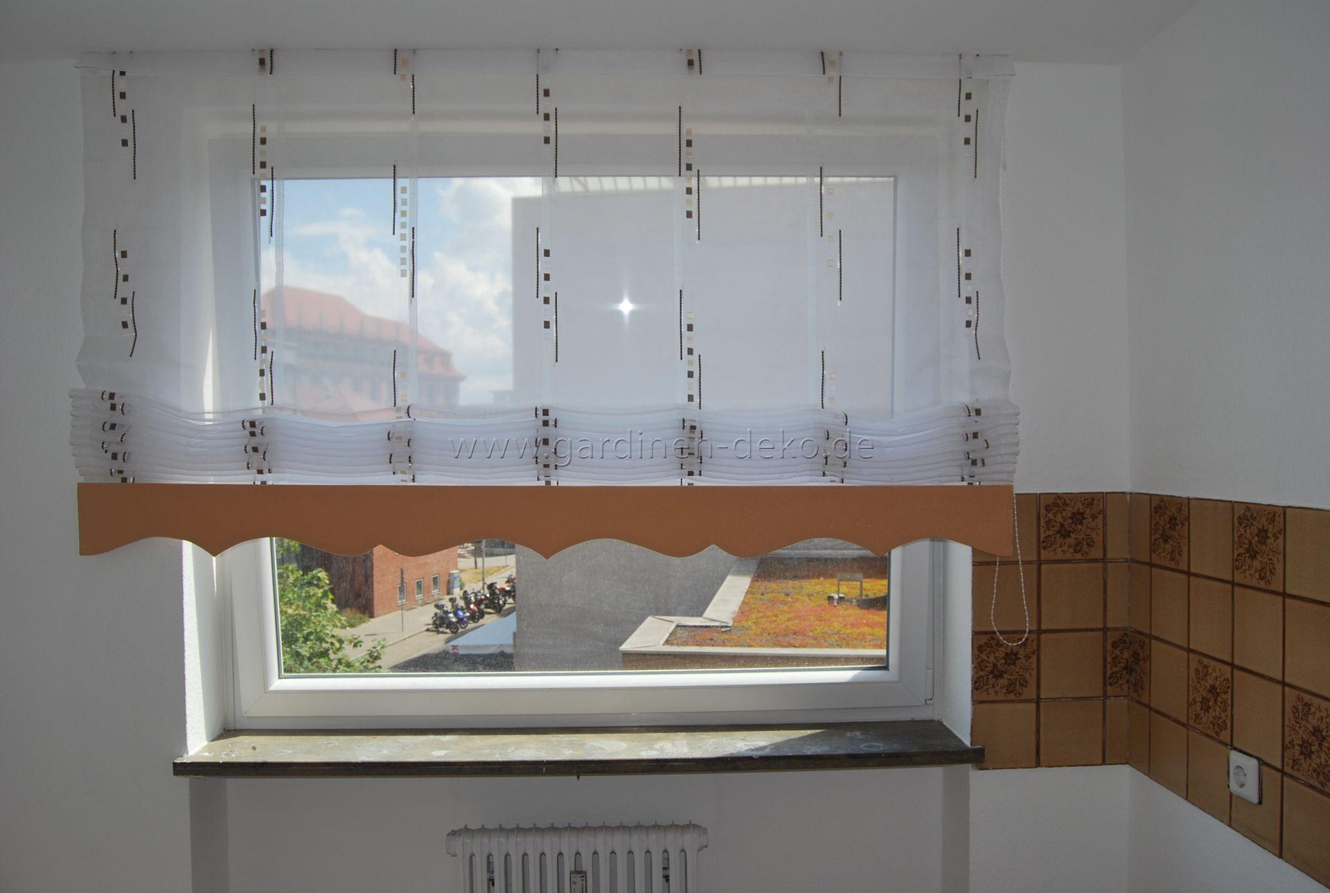 Hellbrauner Ziehvorhang mit Wellenschabracke für die Küche -  http://www.gardinen-deko.de/hellbrauner-ziehvo…   Küchenfenster gardinen,  Gardinen ideen, Küche fenster