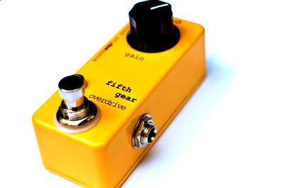 #FifthGear Based on the old Electra Distortion, this is a one-knob overdrive that proves big things come in little packages.  The Fifth Gear covers the full range of overdrive tones, going from light diode clipping to saturated transistor drive.