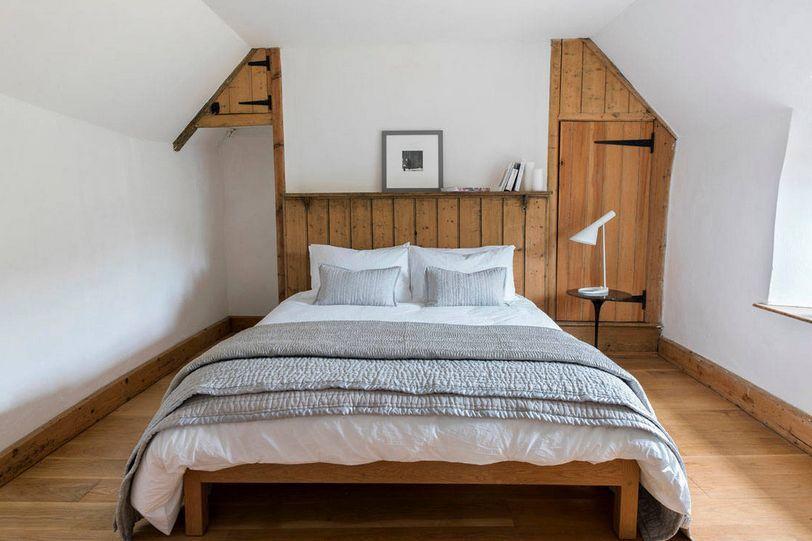 attic-like-bedroom-design
