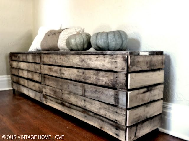 storage bench with hinged top made from old pallets