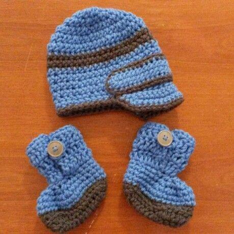 Newborn newsboy beanie and button booties