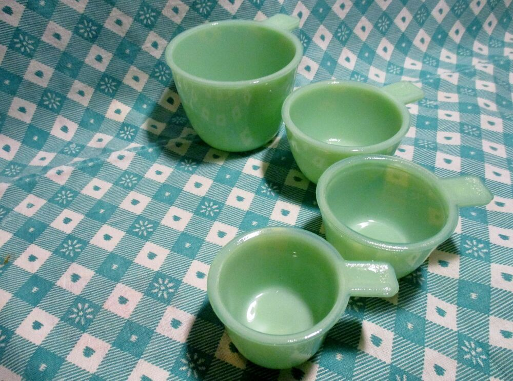 Jadeite Green Glass 4 Piece Set of Measuring Cups in Very
