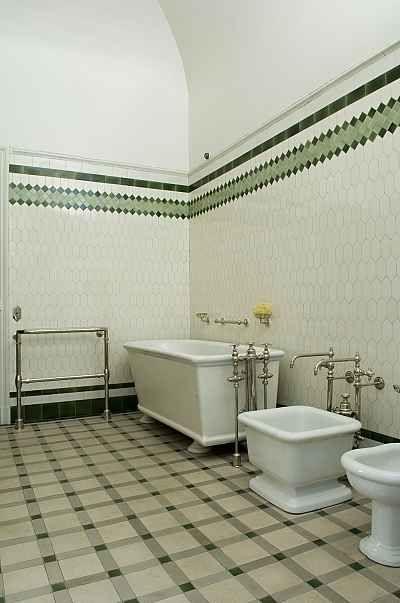 Les trois salles de bains sont assez semblables à celles de grands