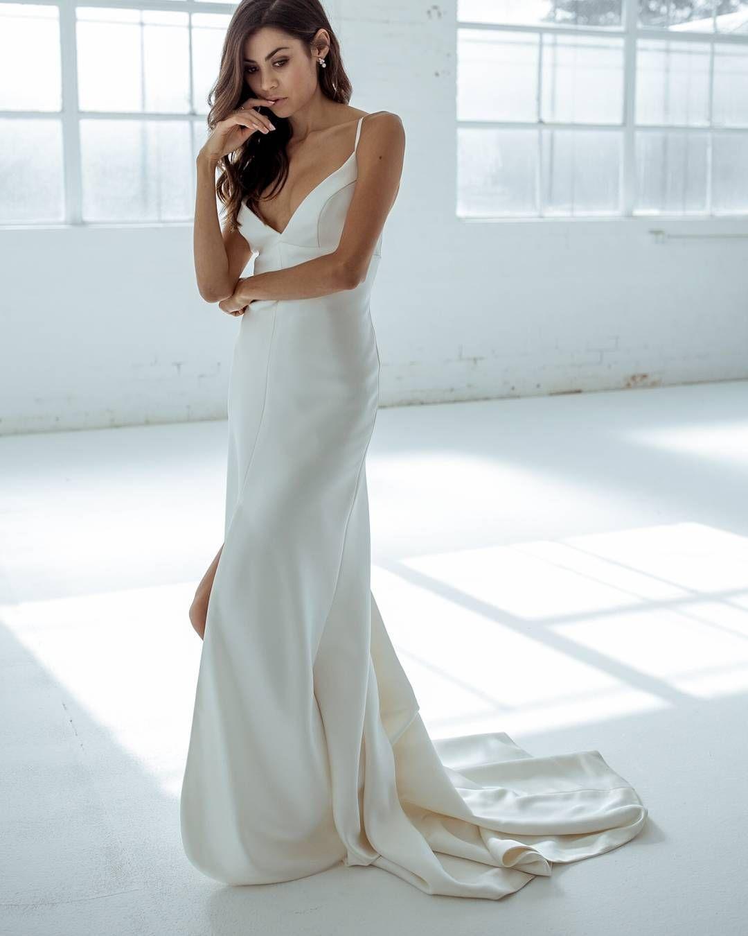 Karen Willis Holmes Emelia Wedding Gown Perfect For The Modern Minimalistic Bride
