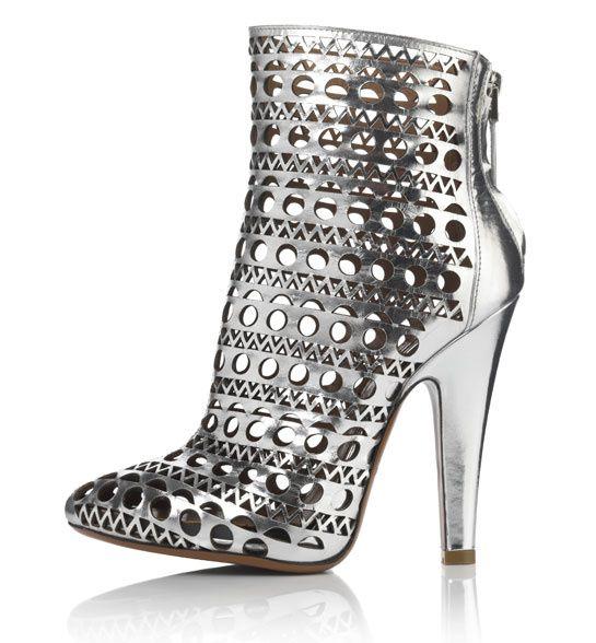 63e923fec60cf Le shoe heaven floor d Harrods   Les series, Les chaussures et Londres