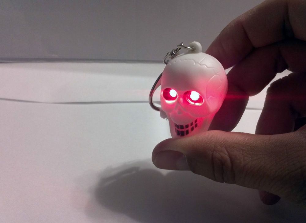 SKULL RED EYE LED KEY CHAIN Flash Emergency LIGHT HORROR SOUND