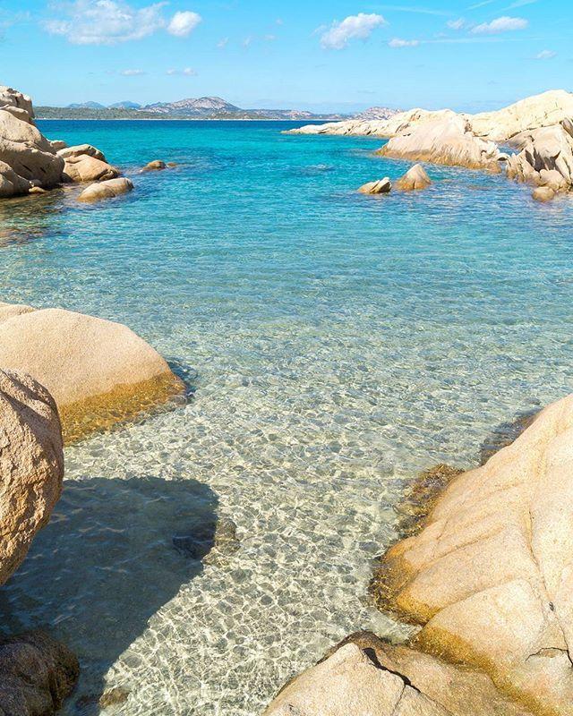 La Sardegna e i colori del mare d'autunno  #calagirgolu#sardegna #sardinia#lanuovasardegna #instasardegna #focusardegna #sardegnaofficial #igersardegna#igersassari#sardegna_reporter #volgosardegna#sardiniamylove #sardegnareflex#sardinia_exp#beach#sardegnageographic #ig_skyline #sardiniain #beautiful #sardinianworld#italian_trips#volgoitalia#paradise#nofilter#italy#thehub_sardegna#sardegnasuperpics