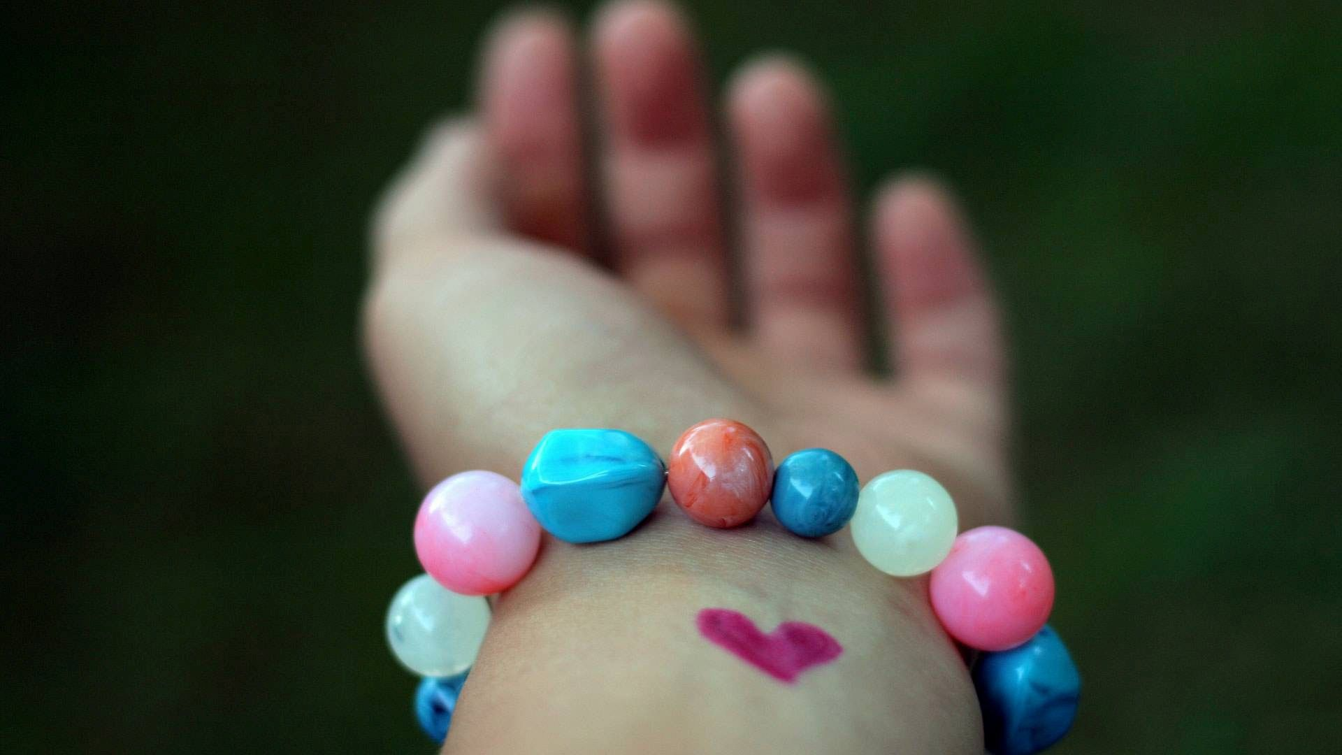Love Symbol in Hand HD Wallpapers | Love Heart | Pinterest | Hd ...