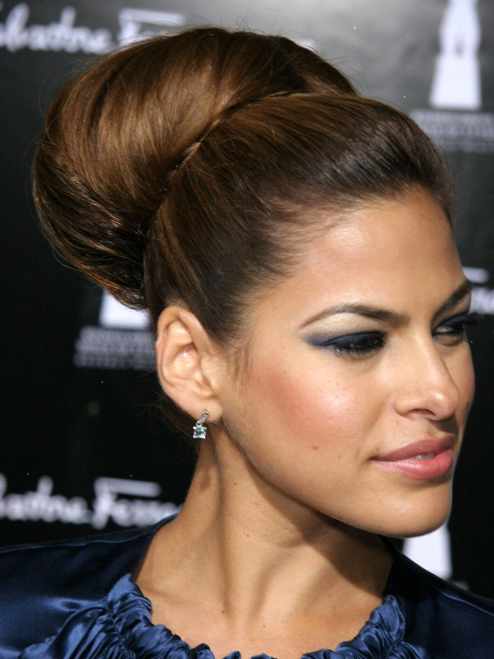 Eva Mendes Hairstyle Top Knot Hair Tricks Trends Pinterest