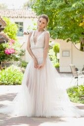 white wedding dress, wedding dresses, bridal gown, bridal gowns with gold for the vintage glamorous brides