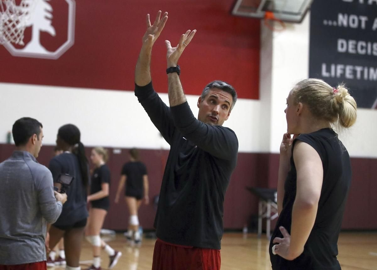 Illini volleyball coach sets sights on beating his old