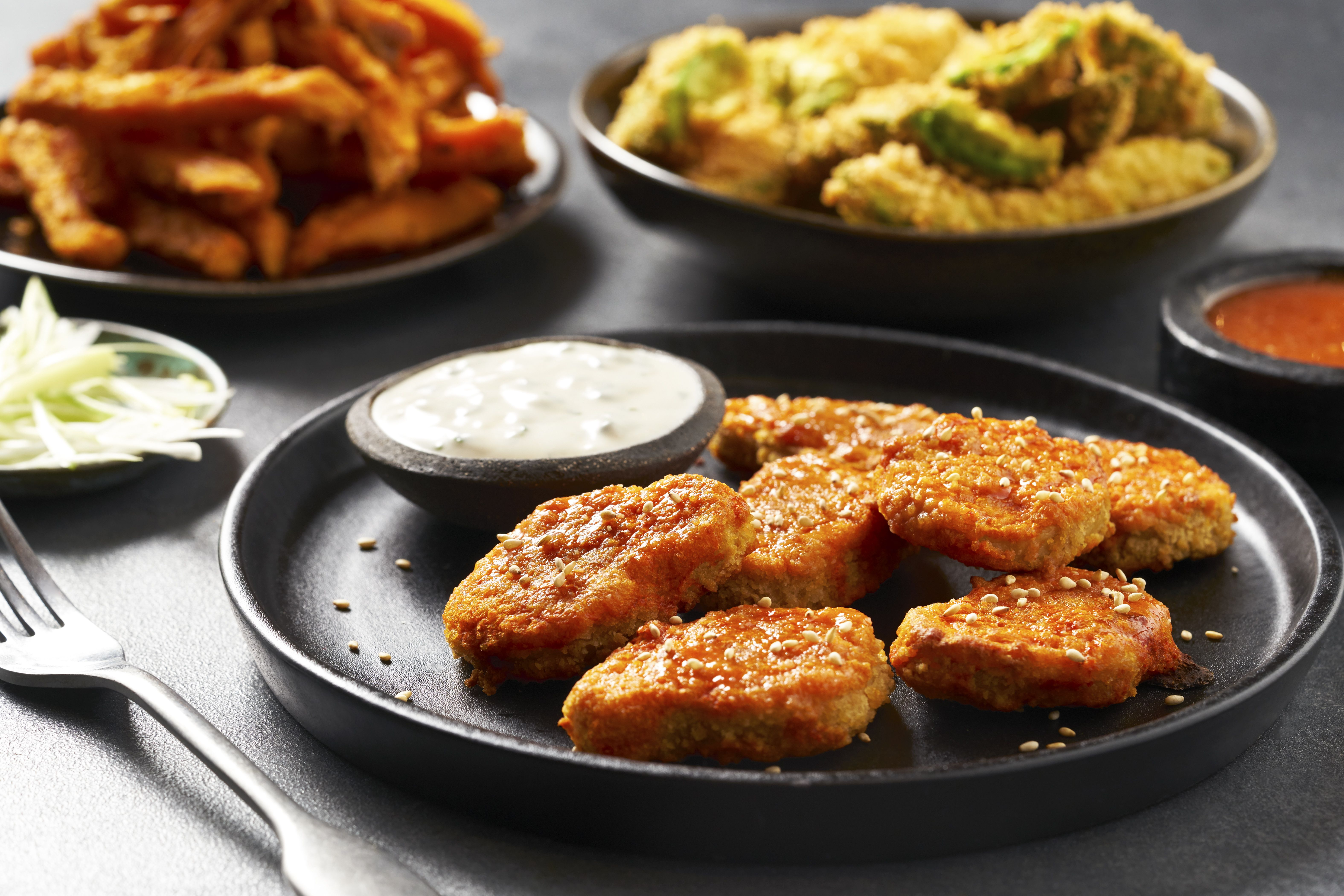 Quorn Buffalo Nuggets With Vegan Blue Cheese Sauce Recipe Quorn Quorn Recipes Blue Cheese Sauce