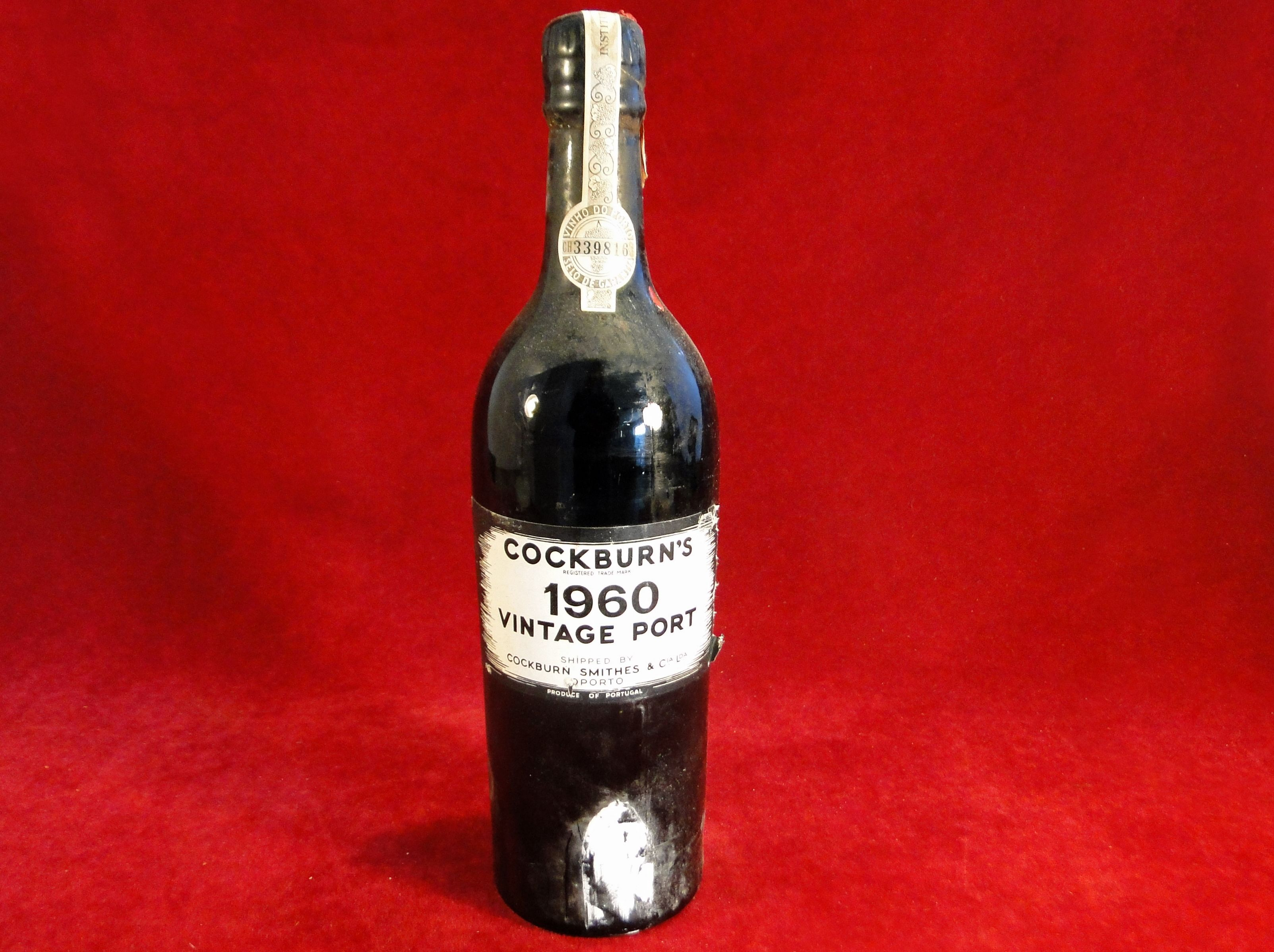 196 A Bottle Of Cockburn S 1960 Vintage Port Est 25 35 Bottle Champagne Bottle Wine Bottle