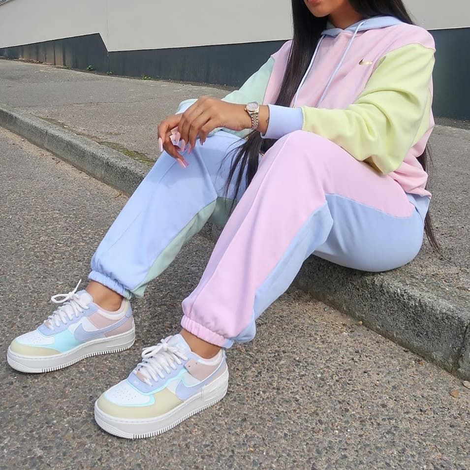 Nike pastel joggingpak Eindelijk is er de populaire pasteltrui en de ... - #eindelijk #joggingpak #nike #pastel #pasteltrui #populaire #shoe #shoelovers #shoestyle #womenshoes