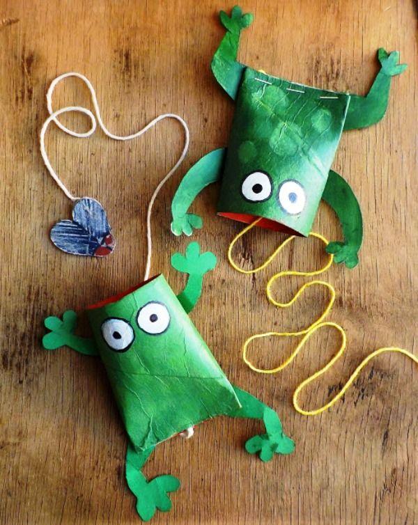 Granotes menjamosques amb rulls de paper http://oneperfectday-accessories-and-bags.blogspot.gr/2015/06/grrribbit.html http://www.educacioilestic.com/20-manualitats-per-fer-amb-rotllos-de-paper/