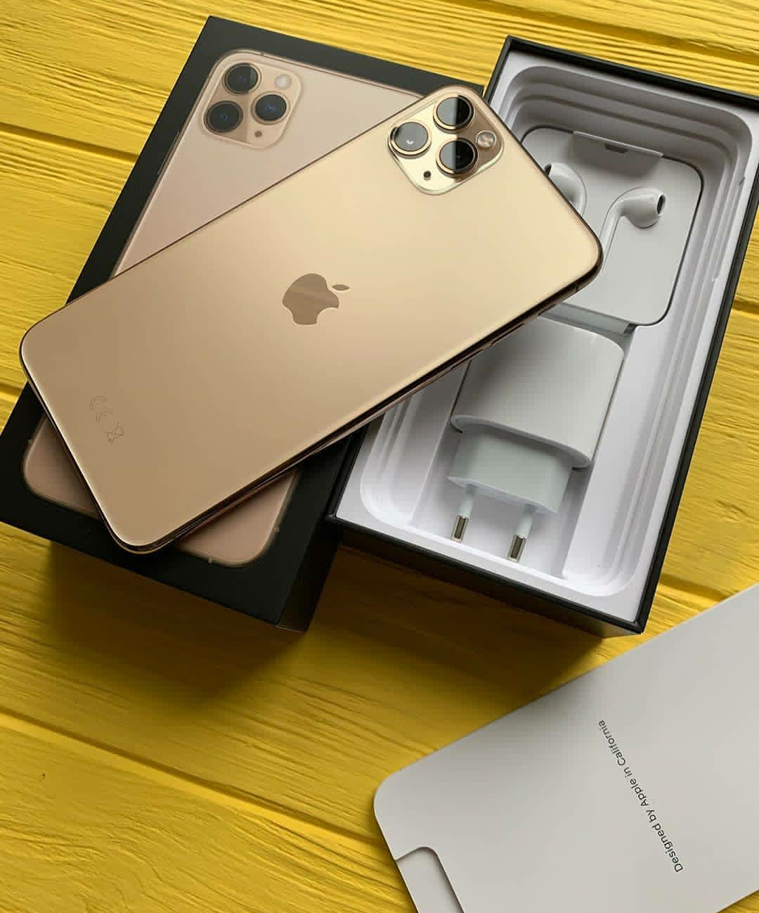 Iphone 11 Pro Max In Gold Unboxing Apple Iphone Accessories Apple Smartphone Apple Mobile Phones