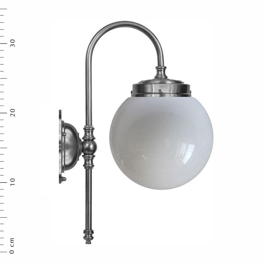 Blomberg 80 förnicklad med opalvit glob (badrumslampa)