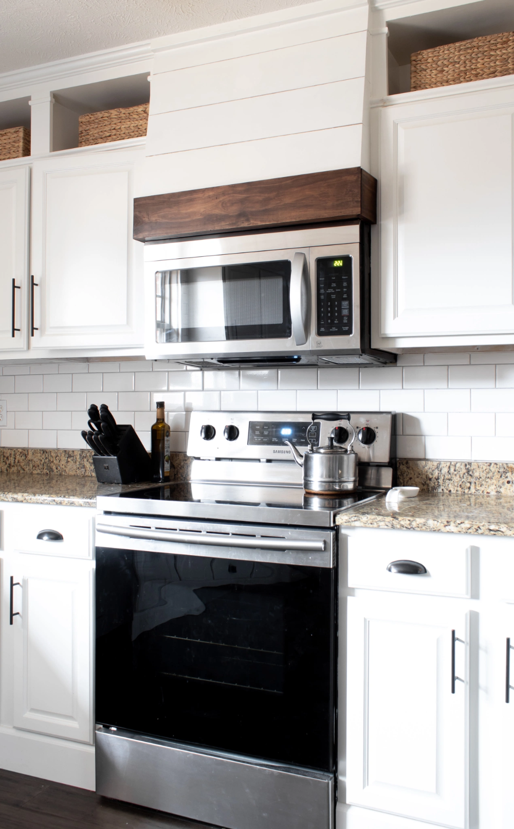 DIY FAUX VENT HOOD – With Love, Mercedes #farmhousekitchen #modernfarmhousekitchen #whitekitchen #benjaminmoorewhitedove #fauxventhood #shiplapventhood #venthoodovermicrowave #microwaveventhood #shiplapkitchen #diyventhood #diykitchen #kitchenmakeover #kitchenideas #farmhousekitchenideas #diyfauxventhood