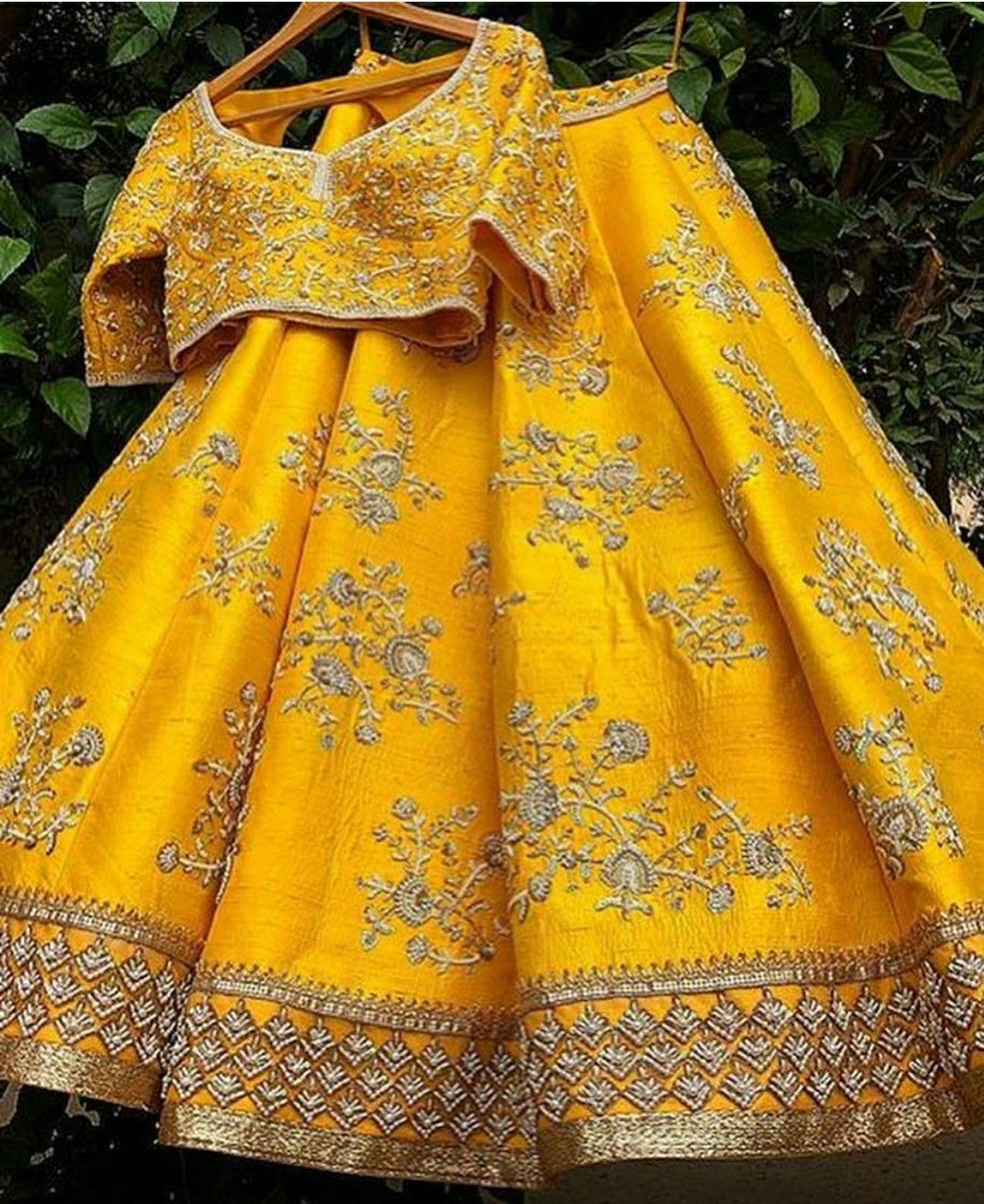 8dc96233bc Pinterest • @KrutiChevli | Lehenga, Dress & Saree in 2019 | Indian ...
