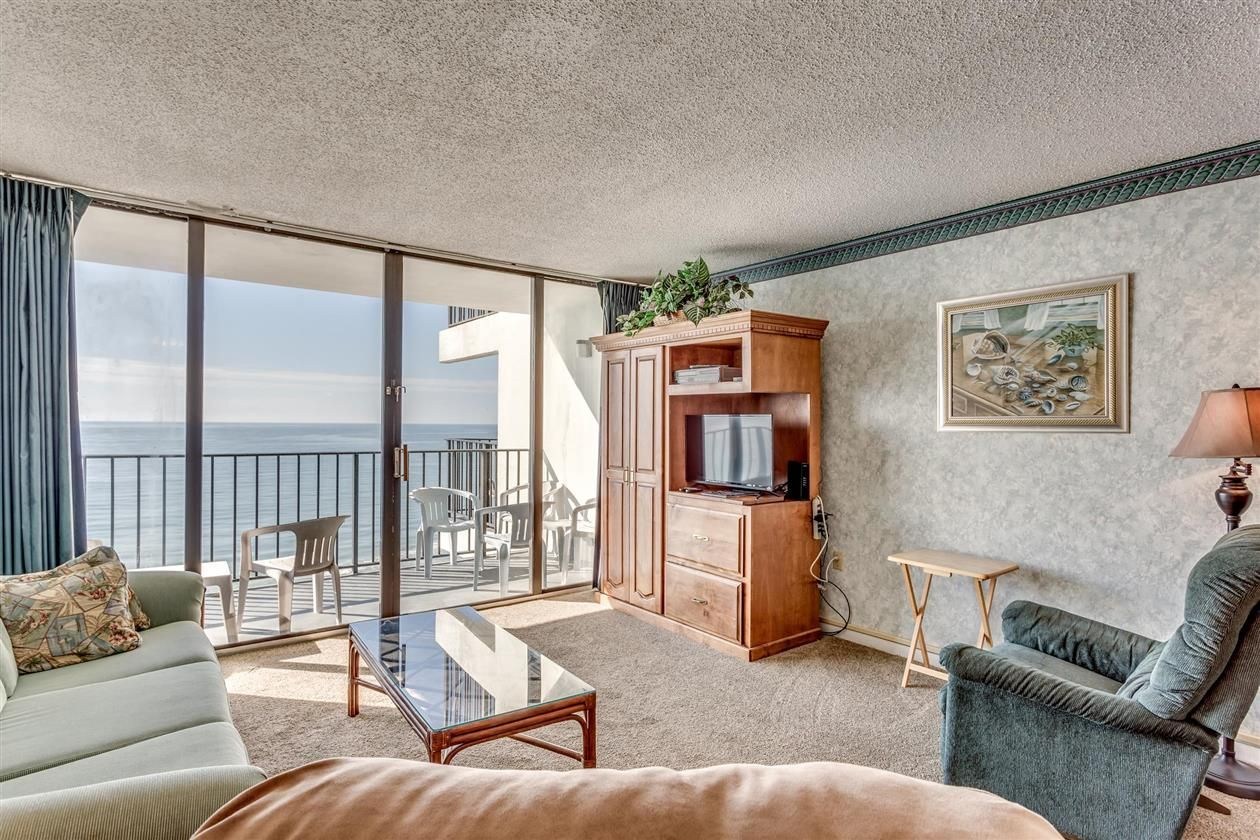 1210 North Waccamaw Drive, Unit 1210 Open space living
