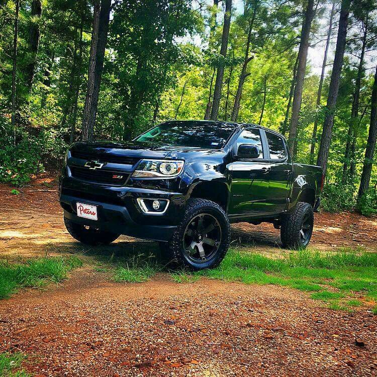 2017 Chevy Colorado 6quotRoughCountry 20x12 Fuel Battle