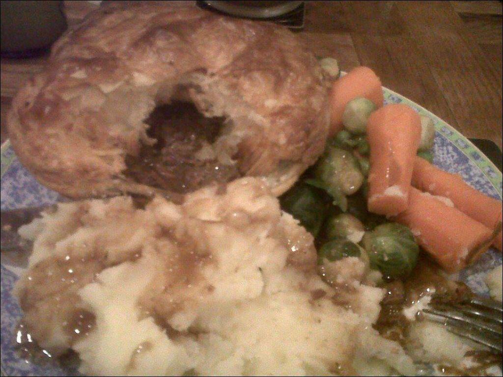 Steak pie (With images) | Steak pie, Tandoori chicken, Food