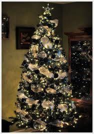 Google Image Result for http://foodfamilyfinds.com/blog/wp-content/uploads/2011/12/2011-blue-christmas-tree-glowing.jpg