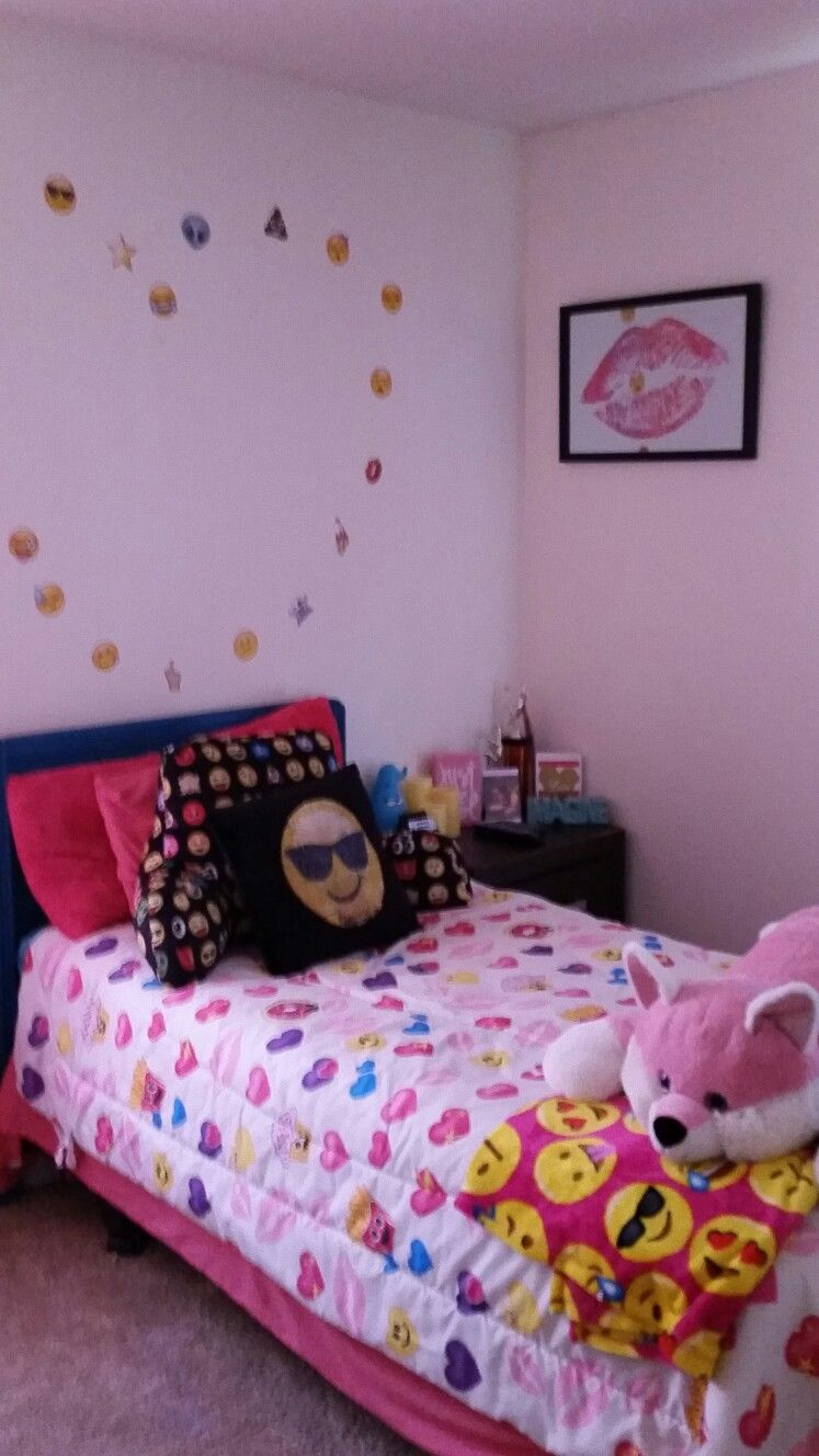 Pin By Kelly Moye On Emoji Bedroom Girls Bedroom Dream Decor Room Decor