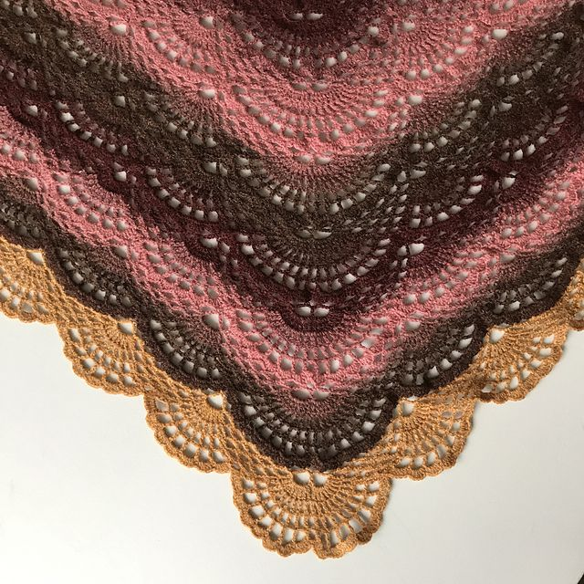 Ravelry: Angelsshawl/Englesjal pattern by Lise Franck | Fan Shawl ...