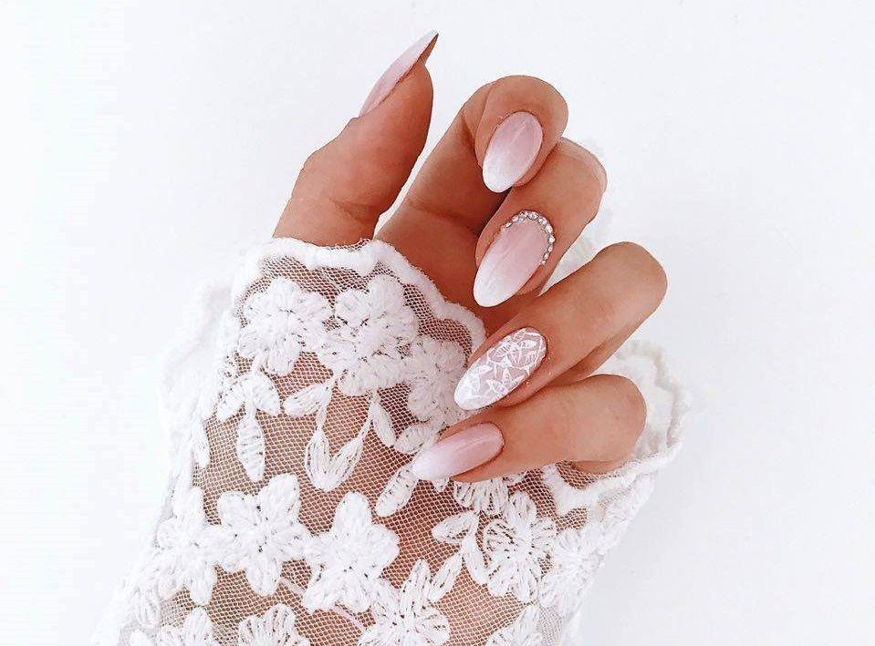 Moje Dodatki Slubne Buty Slubne Perfumy Na Slub Manicure Slubny I Bizuteria Slubna Wedding Details Wedding Nail Art Design Lace Nails Bride Nails