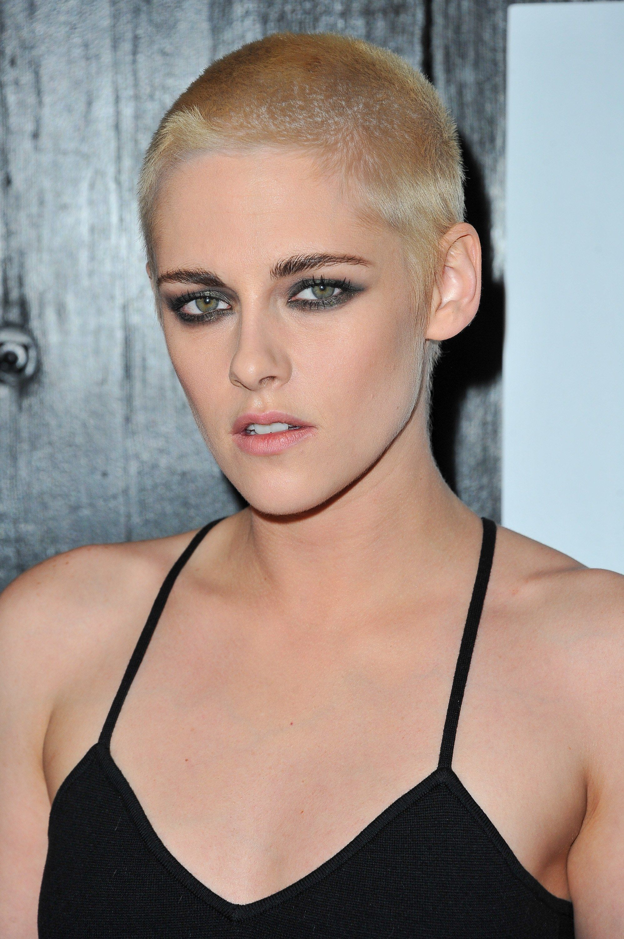 Attention Kristen Stewart Just Shaved Her Head And Dyed Her Hair Blonde Shave Her Head Celebrity Short Hair Kristen Stewart Hair