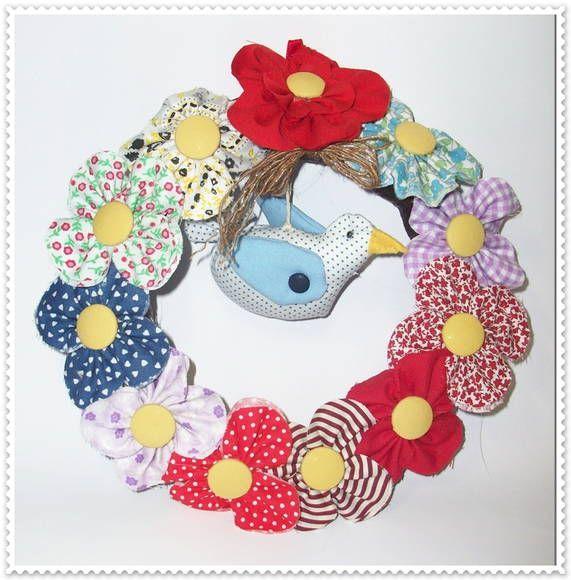 Linda guirlanda country,com flores em fuxico e com pássaro em patchwork, decora o ambiente por todo ano. R$ 48,00