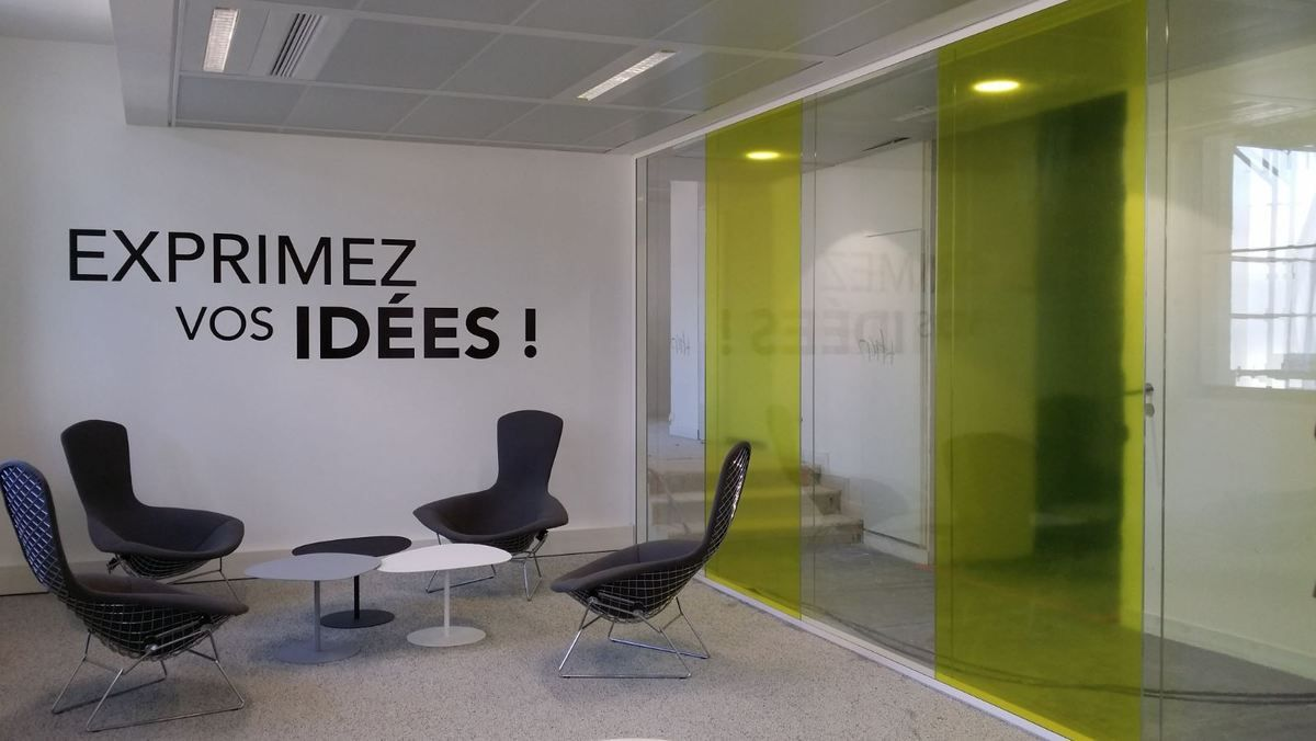 Idee Habillage Mur Interieur habillage mur de bureau, cloison des espaces de travail