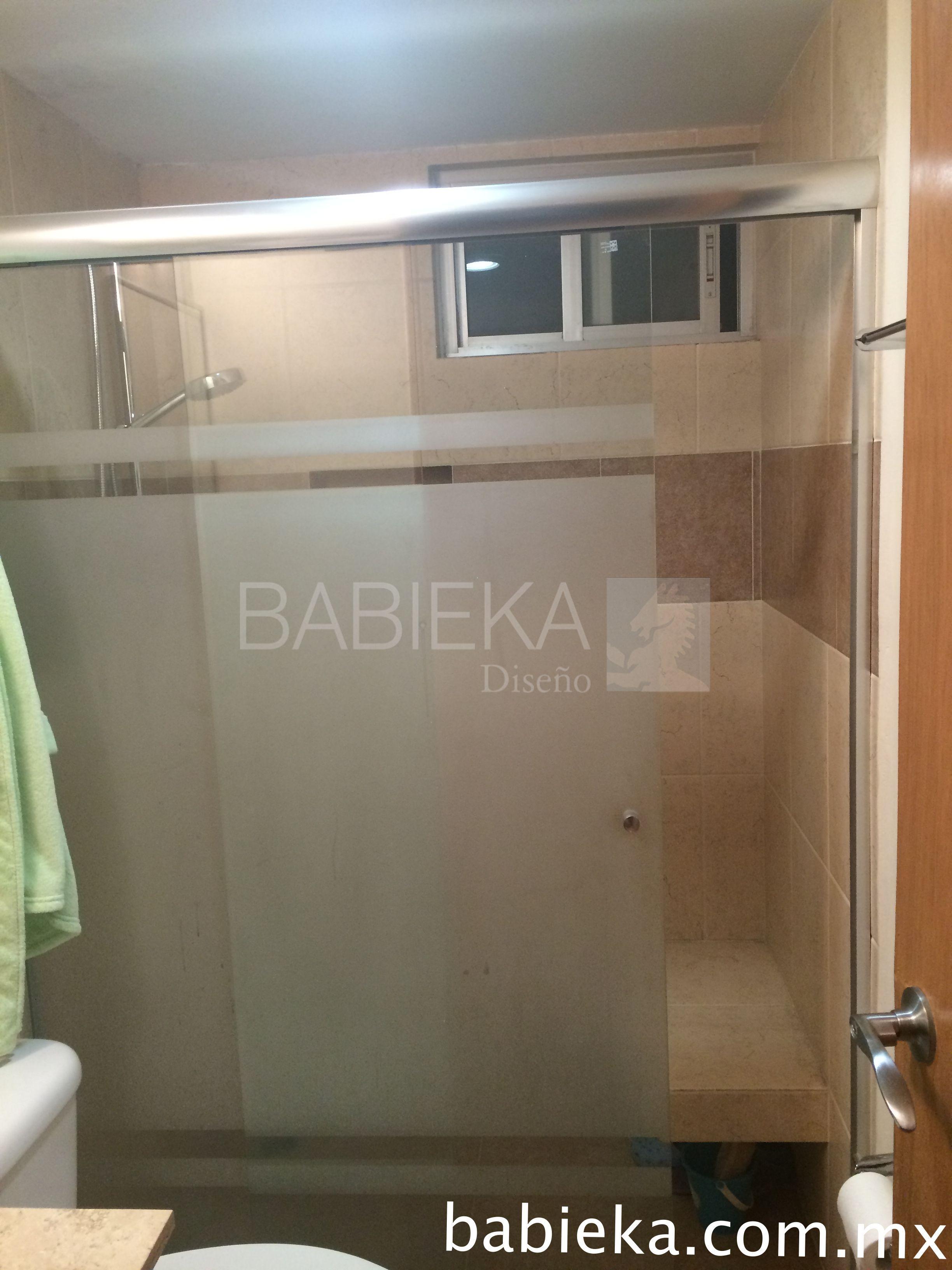 Cancel de baño corredizo con diseño esmerilado. www.babieka.com.mx ...
