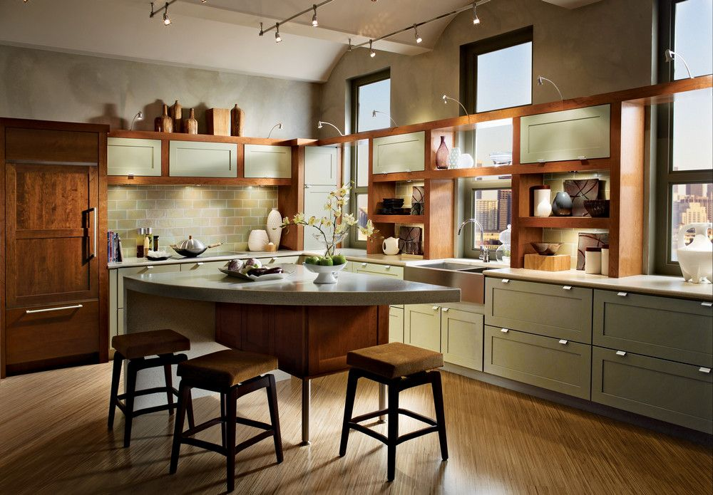 Painted Willow Is Warmed By A Cinnamon Finish And Natural Light In This Contemporary L S Kraftmaid Kitchens Contemporary L Shaped Kitchens Contemporary Kitchen