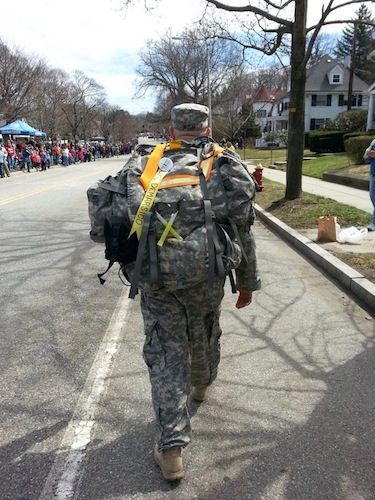These Soldiers Did The Boston Marathon Wearing 40 Pound Packs Then They Helped Save Lives Military Life Military Photos Army Life