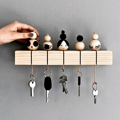 Wooden beads made in simple vut. Elegant keychains I absolutely love this idea  #Decoration #homedecor #homedesign #homeideas