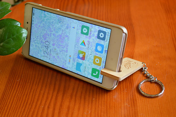 Wooden Smart Phone Stand, Keychain Stand For Smartphone