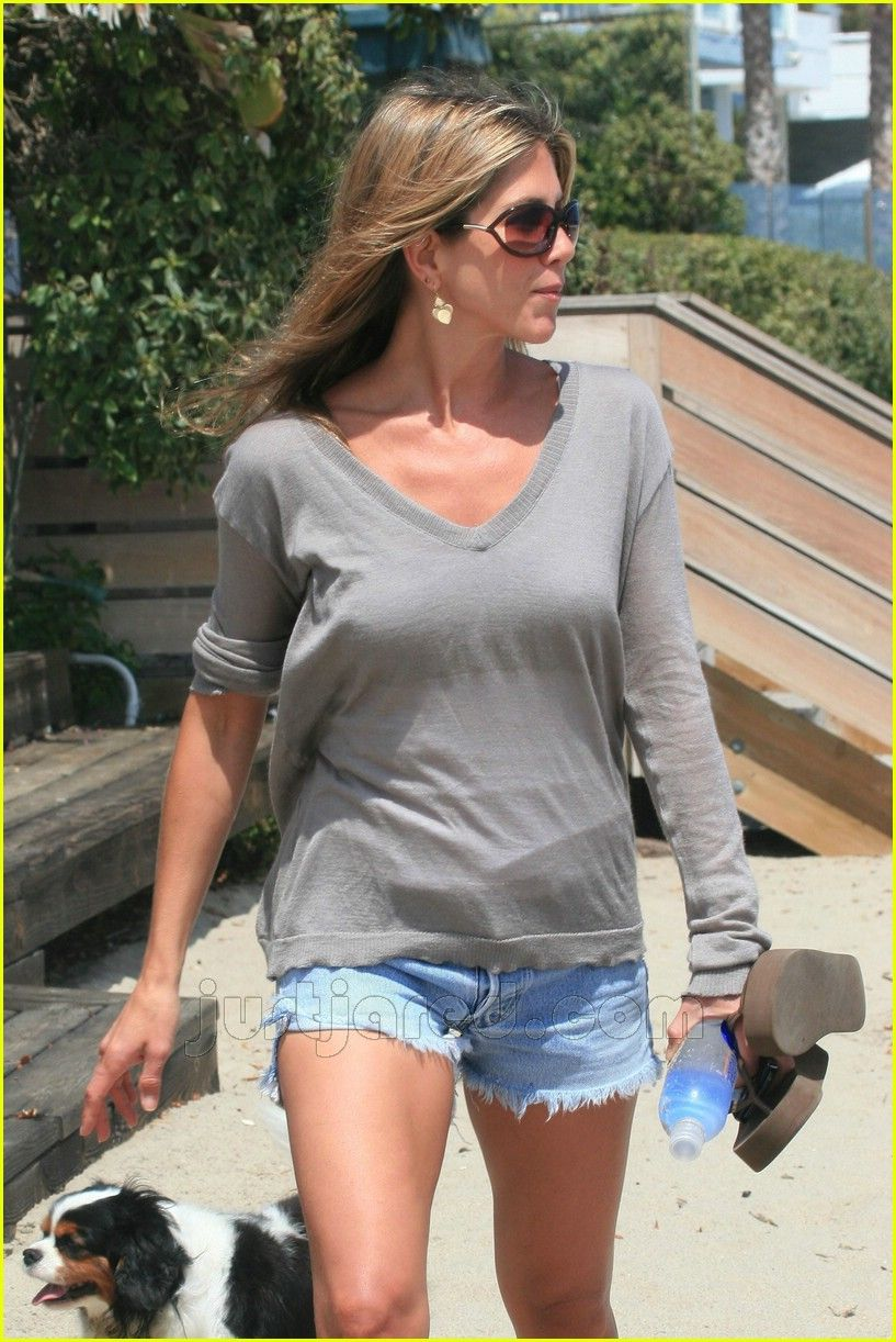 Jennifer Aniston Beach Outfits