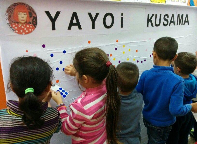 Omplint de puntets l'espai de la Yayoi