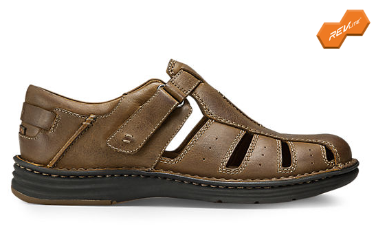 This fisherman style shoe with full-grain leather offers coverage, while  its adjustable hook-and-loop closure ensures a secure fit.