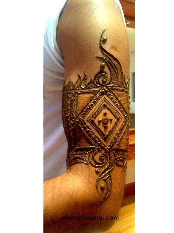Henna Tattoo For Guys: Love The Horizontal Shading Within The More Prominent