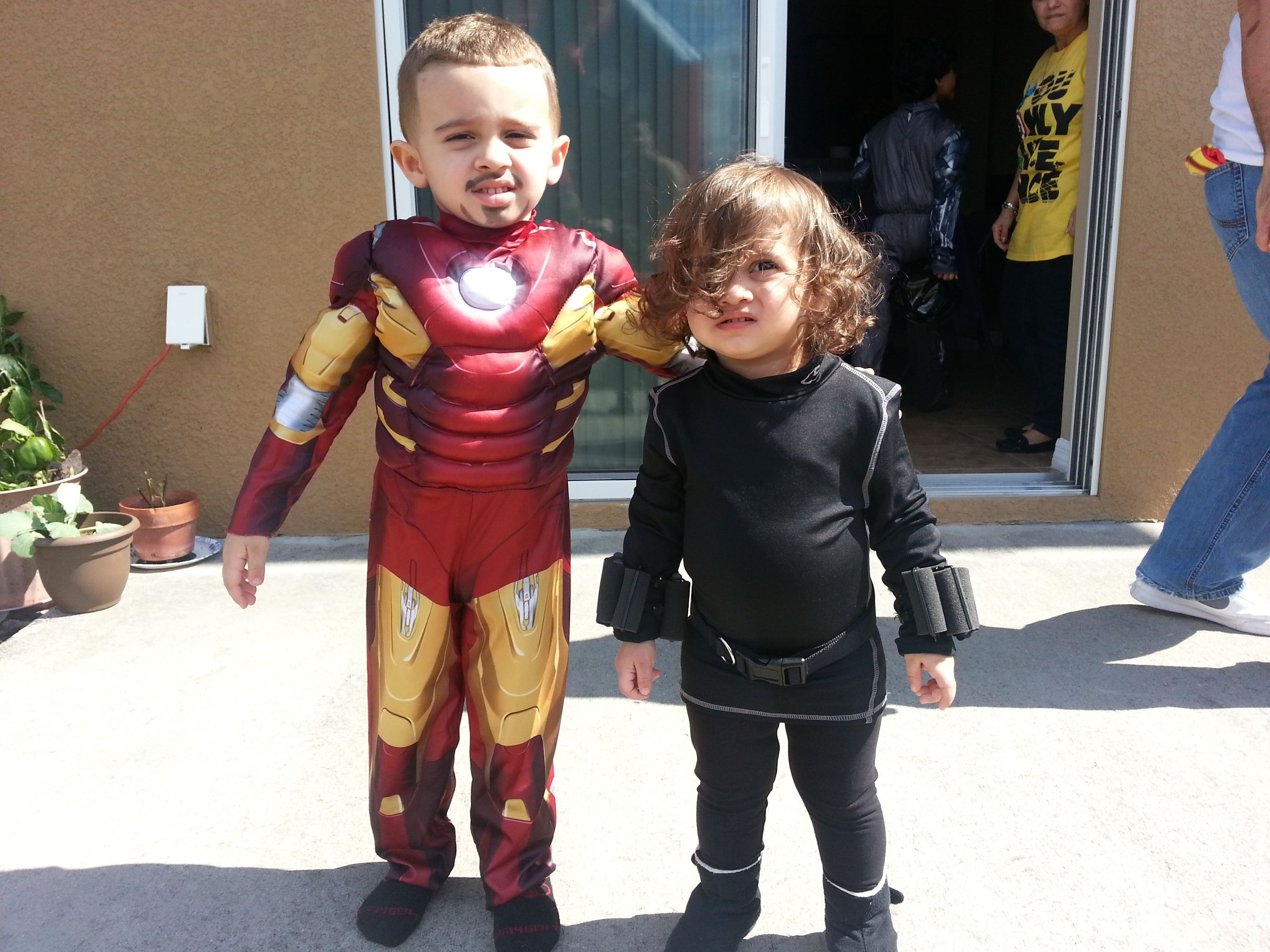 Ironman and Black Widow costume idea for toddlers | Fiesta ideas ...