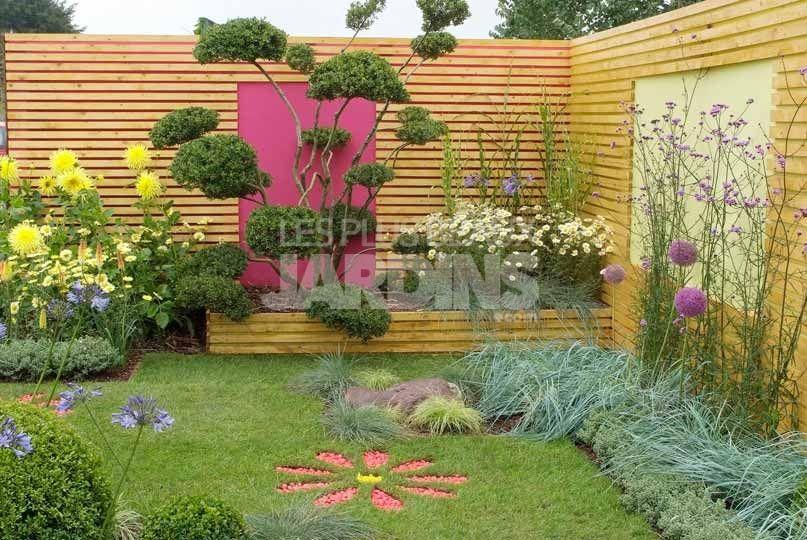 Un claustra en bois clair qui tranche avec des murs aux for Couleur mur exterieur jardin