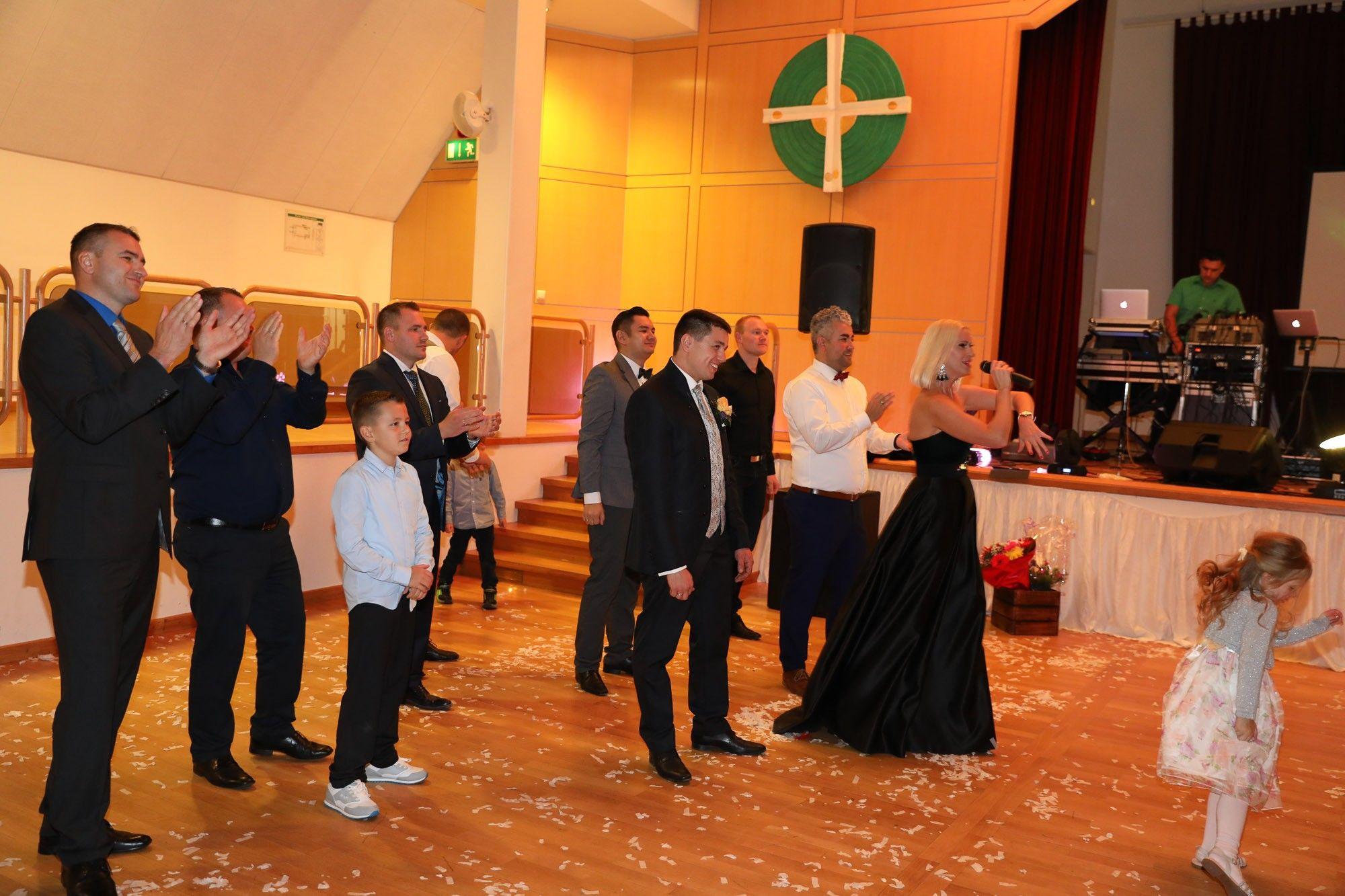 Showbandadrenalin Russischehochzeit Russwedding Saxplayer Geigeshow Musikband Partyband Hochzeit Hochzeitsband Adrenalinband Covergroup Hoc Feier Tanzen Und Saxophon