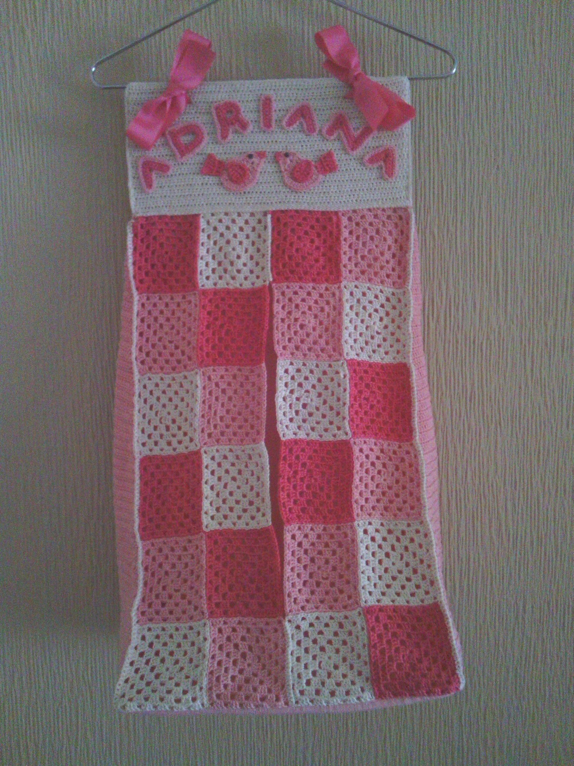 Bonito porta-pañales personalizado, hecho a crochet, diseño granny ...