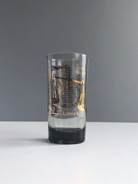 Vintage Zodiac Libra Glass Vintage Smoky Glass Tumbler With Libra Zodiac Sign Horoscopos Horoscopo Chino