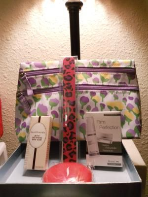 CLINIQUE MAKEUP BAG (4 BEAUTY ITEMS INSIDE!) FREE SHIPPING $18