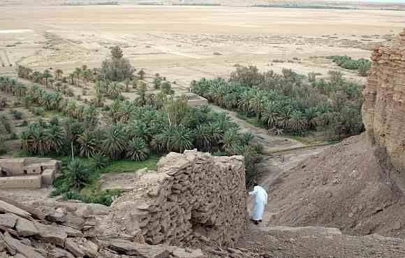 دليل لايفوتك العنتريات بالقصيباء يقع هذا الموقع الأثري بالقصيباء التي تبعد عن بريدة حوالي 94 كم شمالا حيث عبارة عن بقايا جدار ص Country Roads Road Country