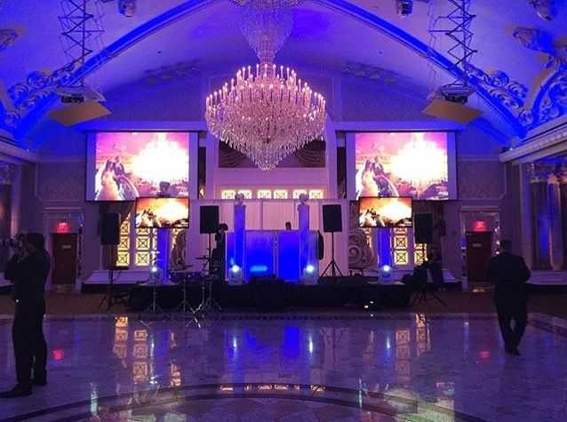 Classy Dj Set Up With Blue Uplighting For A Wedding At The Venetian